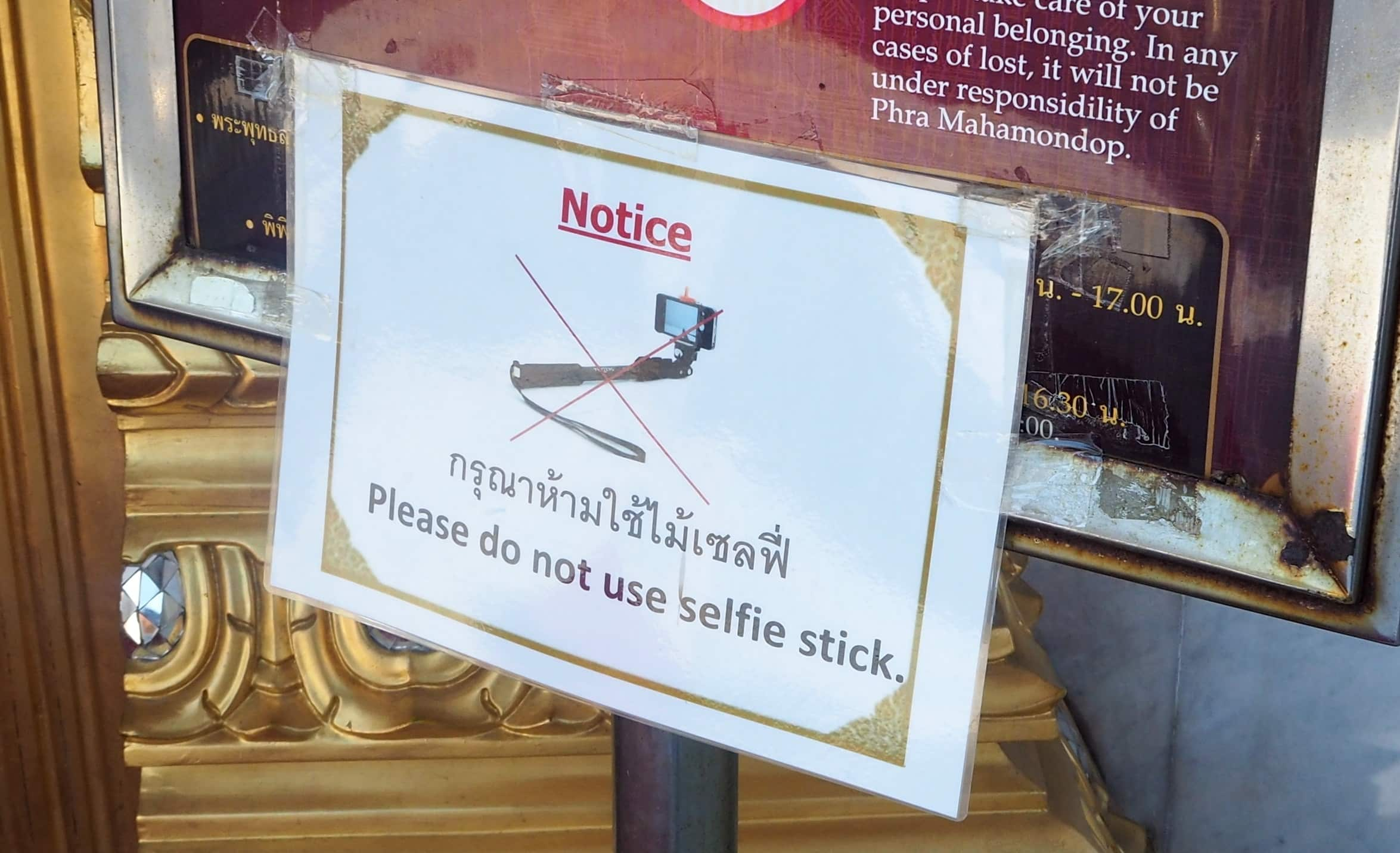 No Selfie Sticks sign (re copywriting)