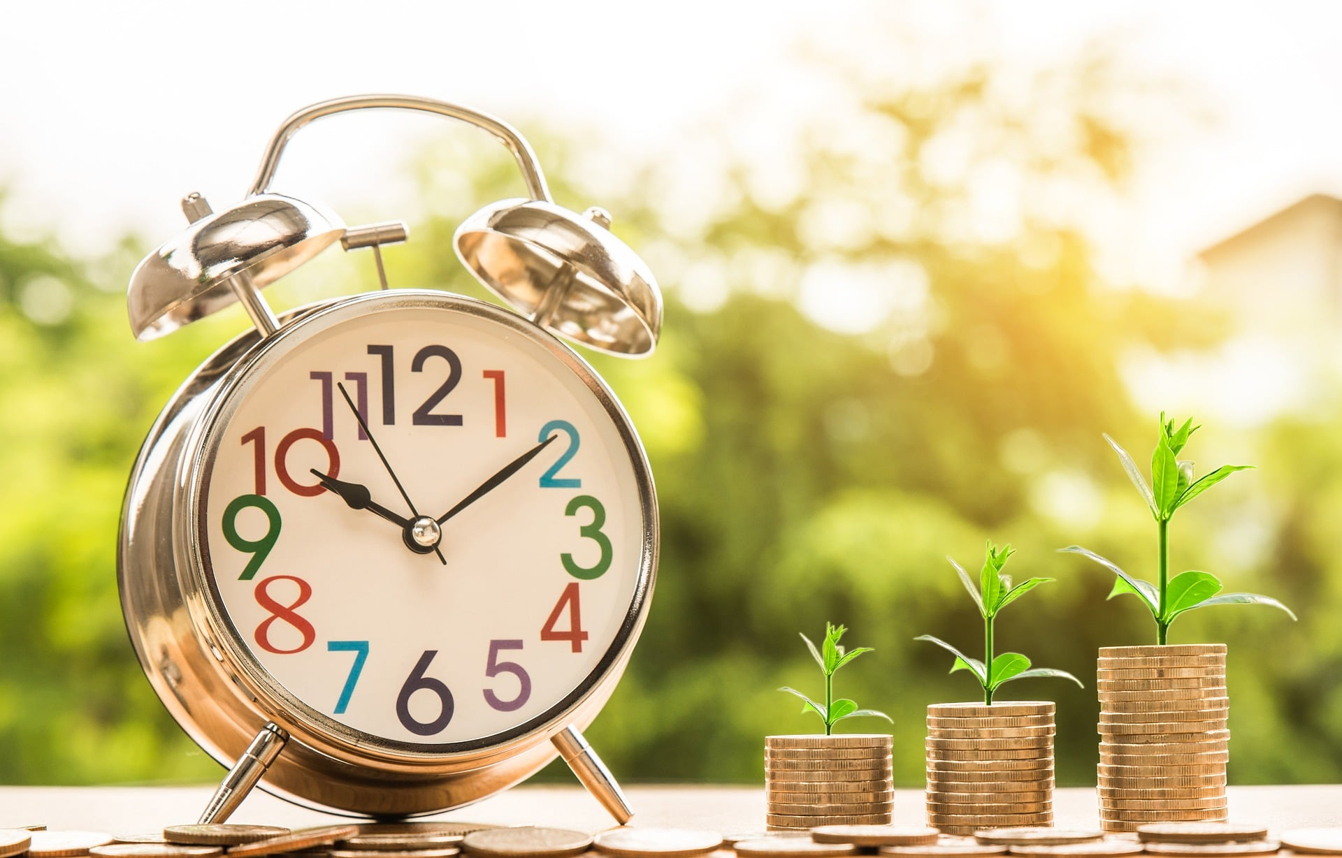 Clock with Money- Return on Investment (ROI)