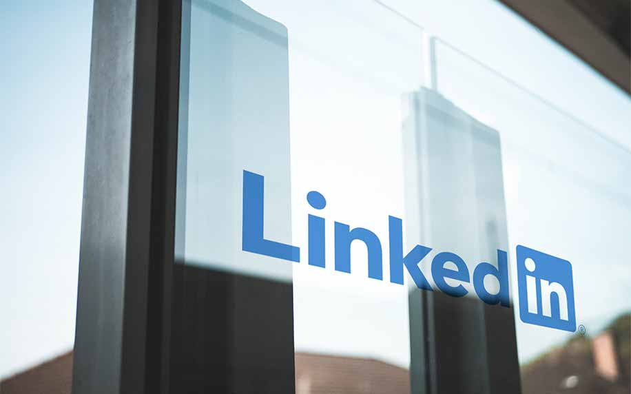 A picture of the LinkedIn logo on a window at a marketing and advertising company