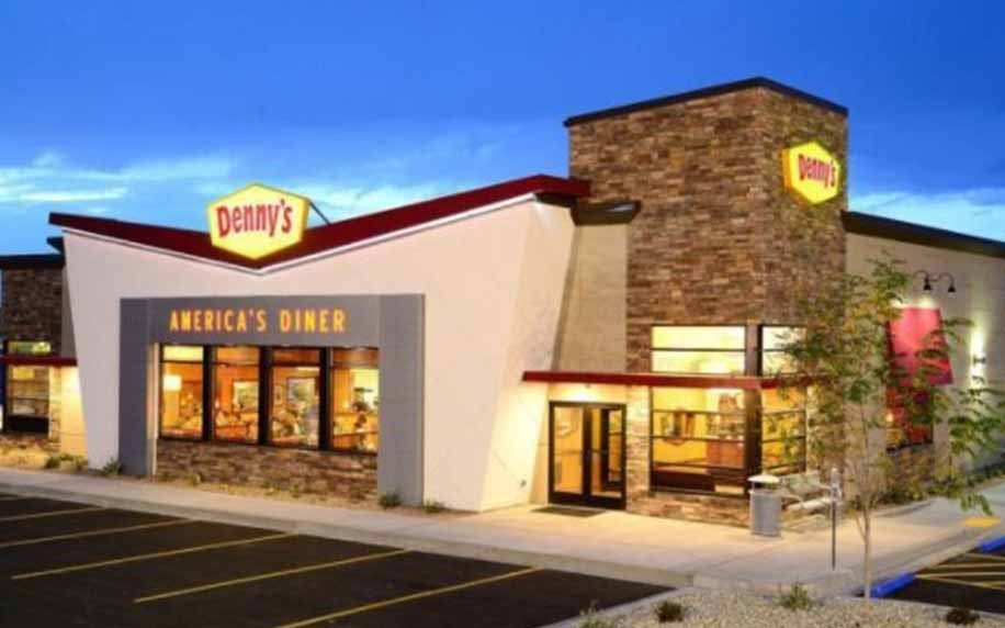 a picture of the exterior of Denny's Diner in the United States