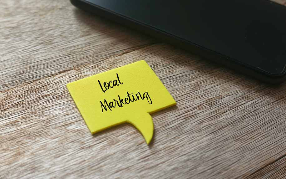 a sticky note saying local marketing